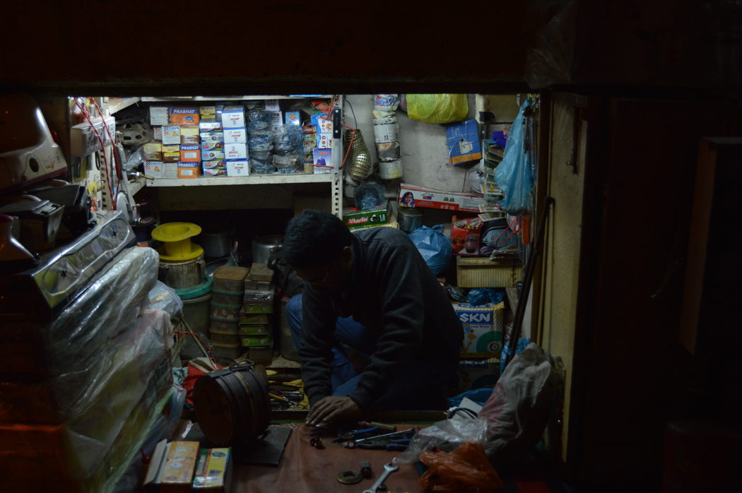 varansi-shop-at-night