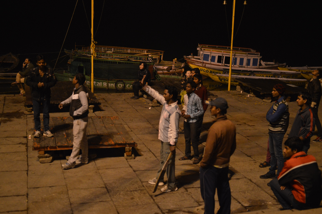 varanasi-cricket-in-ghats