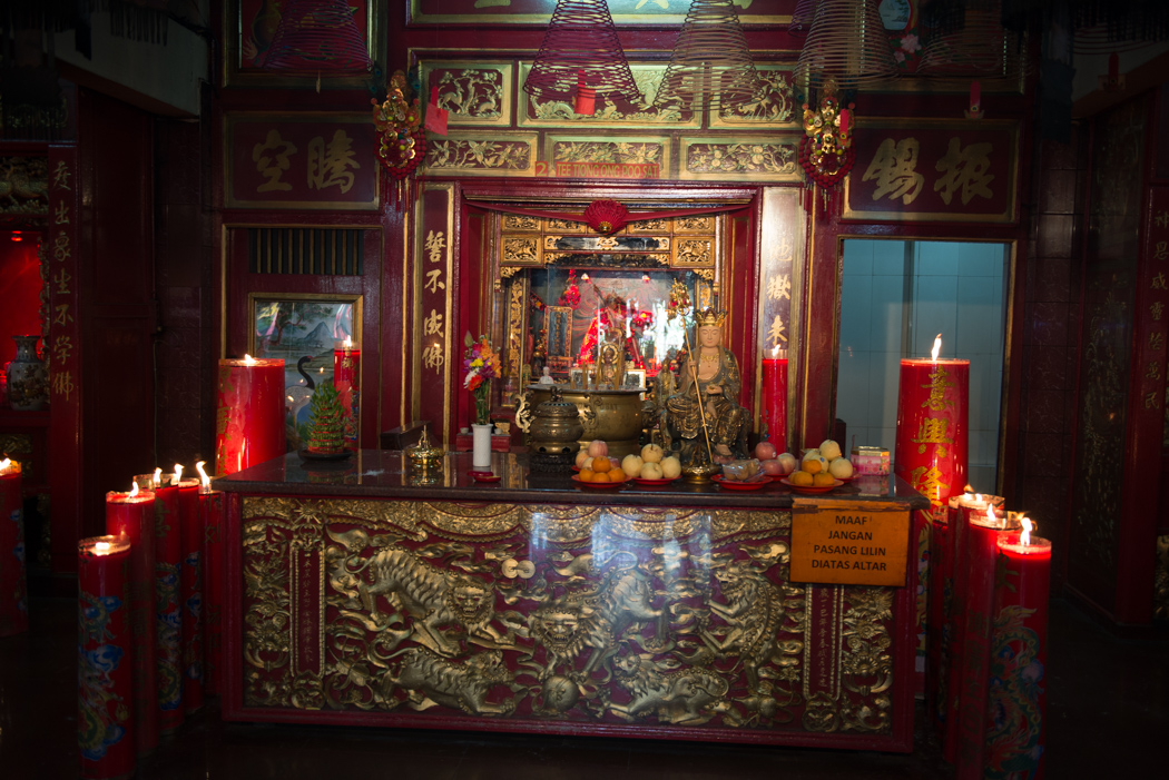 chinatown_temple_altar
